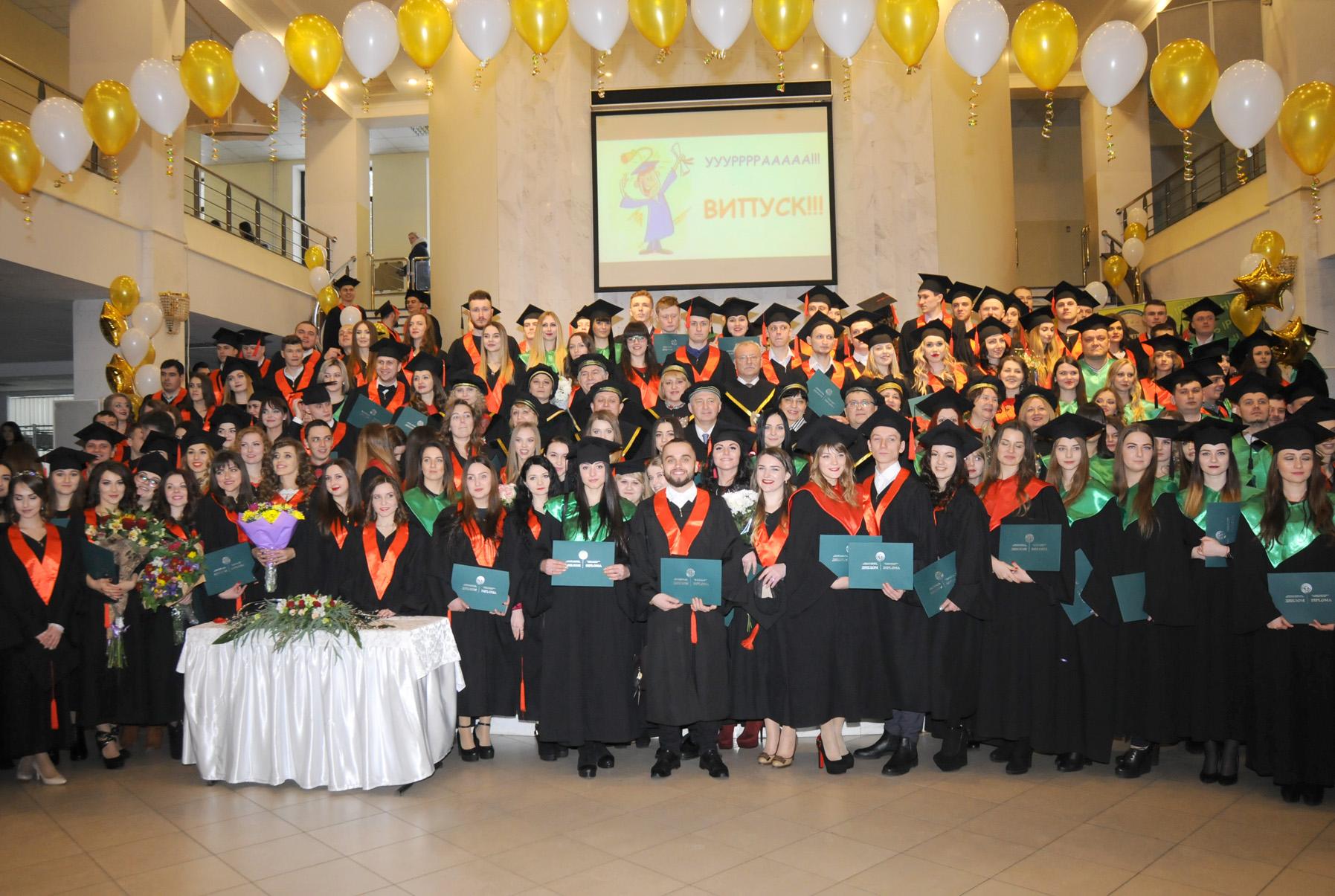 Урочисте вручення дипломів випускникам-магістрам 2018 року Навчально-наукового інституту фінансів, банківської справи