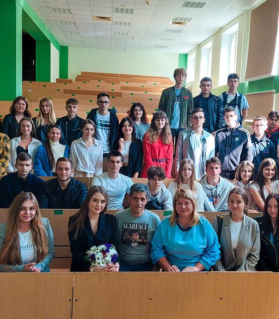Ведуча телеканалу LIVE Діна Бернацька провела майстер-клас для студентів-журналістів Податкового університету