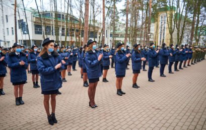 Відбулося святкове шикування курсантів: дівчат вітали із святом весни