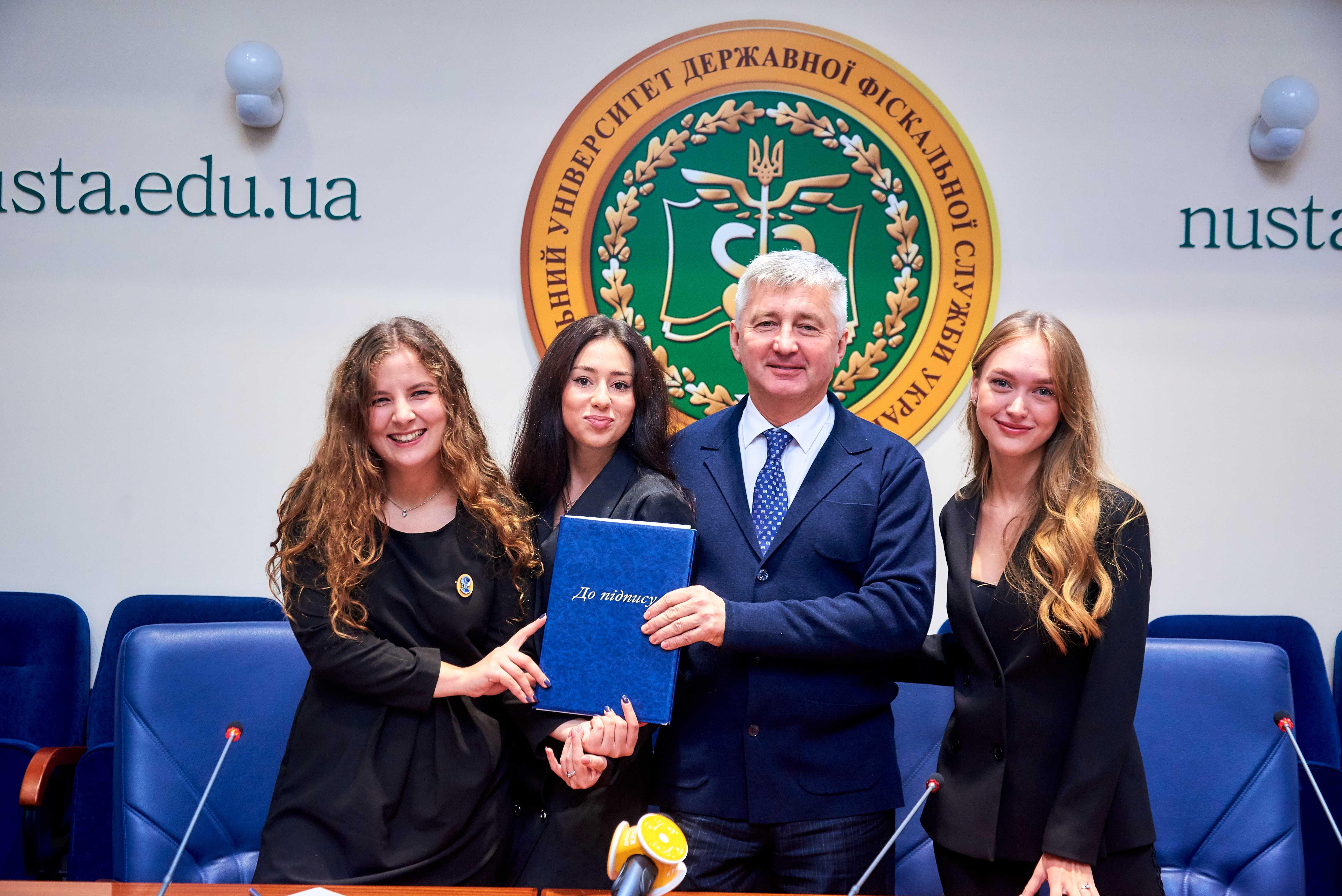 В Україні з'явилося перше студентське сестринство «Kappa Delta Phi» і уже підписано Меморандум про співпрацю із УДФСУ