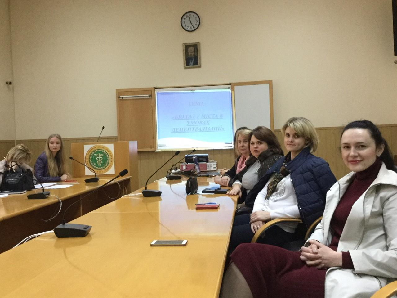Науково-практичний круглий стіл на тему: «Фінансові інструменти регіонального розвитку в Україні в умовах децентралізації»