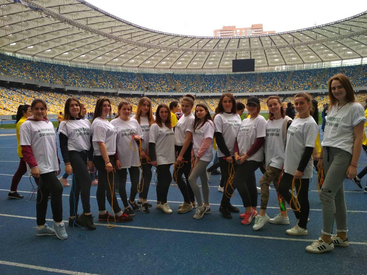 Студентки УДФСУ серед учасників національного рекорду зі стрибків на скакалці