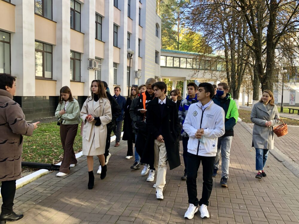 Екскурсія Податковим університетом для київських школярів