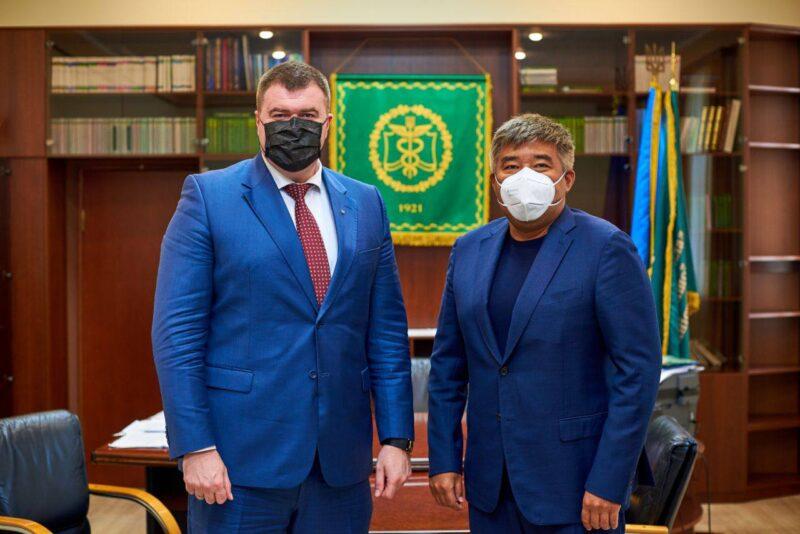 До УДФСУ завітав посол Казахстану Дархан Калєтаєв